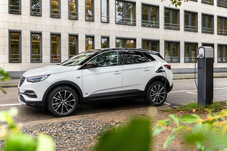 Opel Grandland X получил еще одну гибридную версию