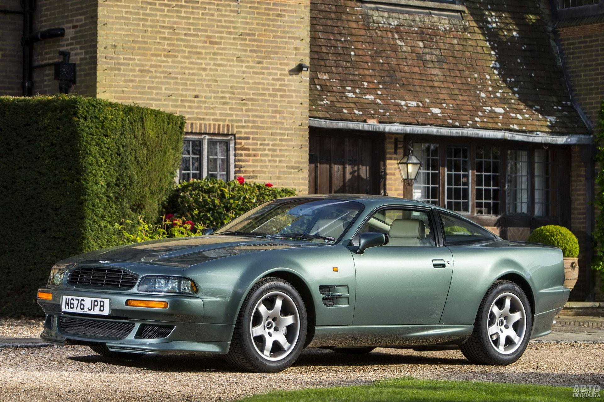 Aston Martin Vantage 1993 года
