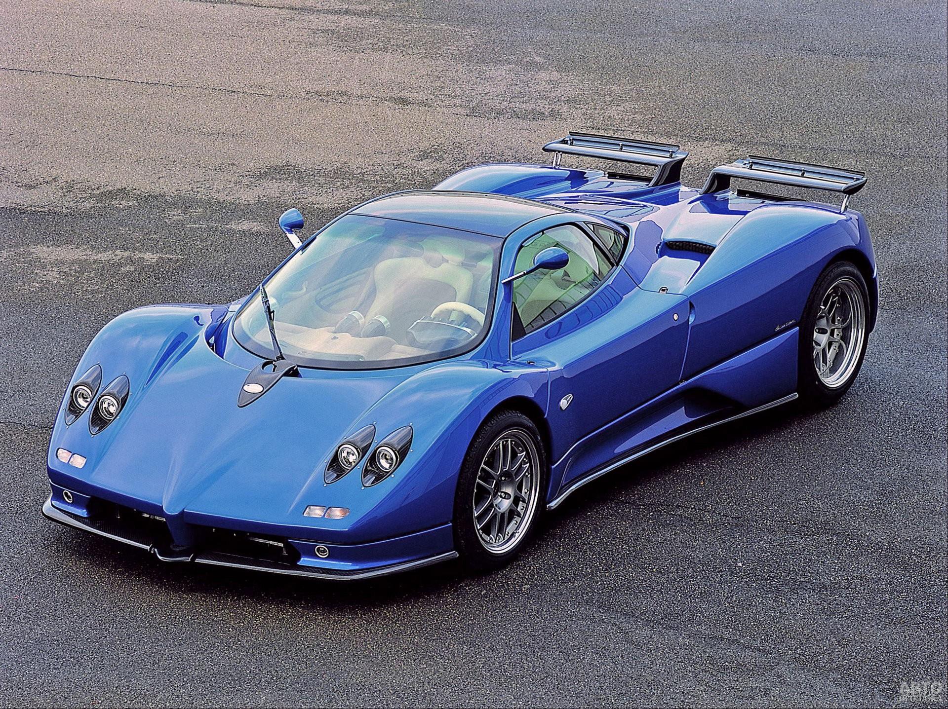Pagani Zonda C12 S 2001 года получил двигатель от AMG