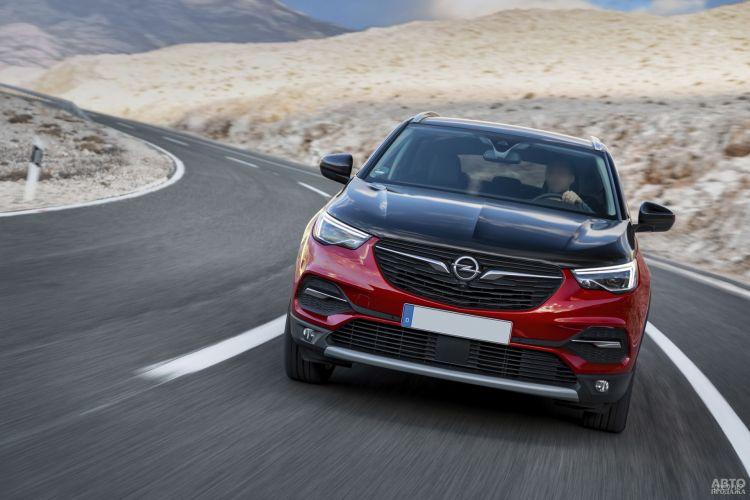 Opel Grandland X Hybrid4: быстрый и экономичный