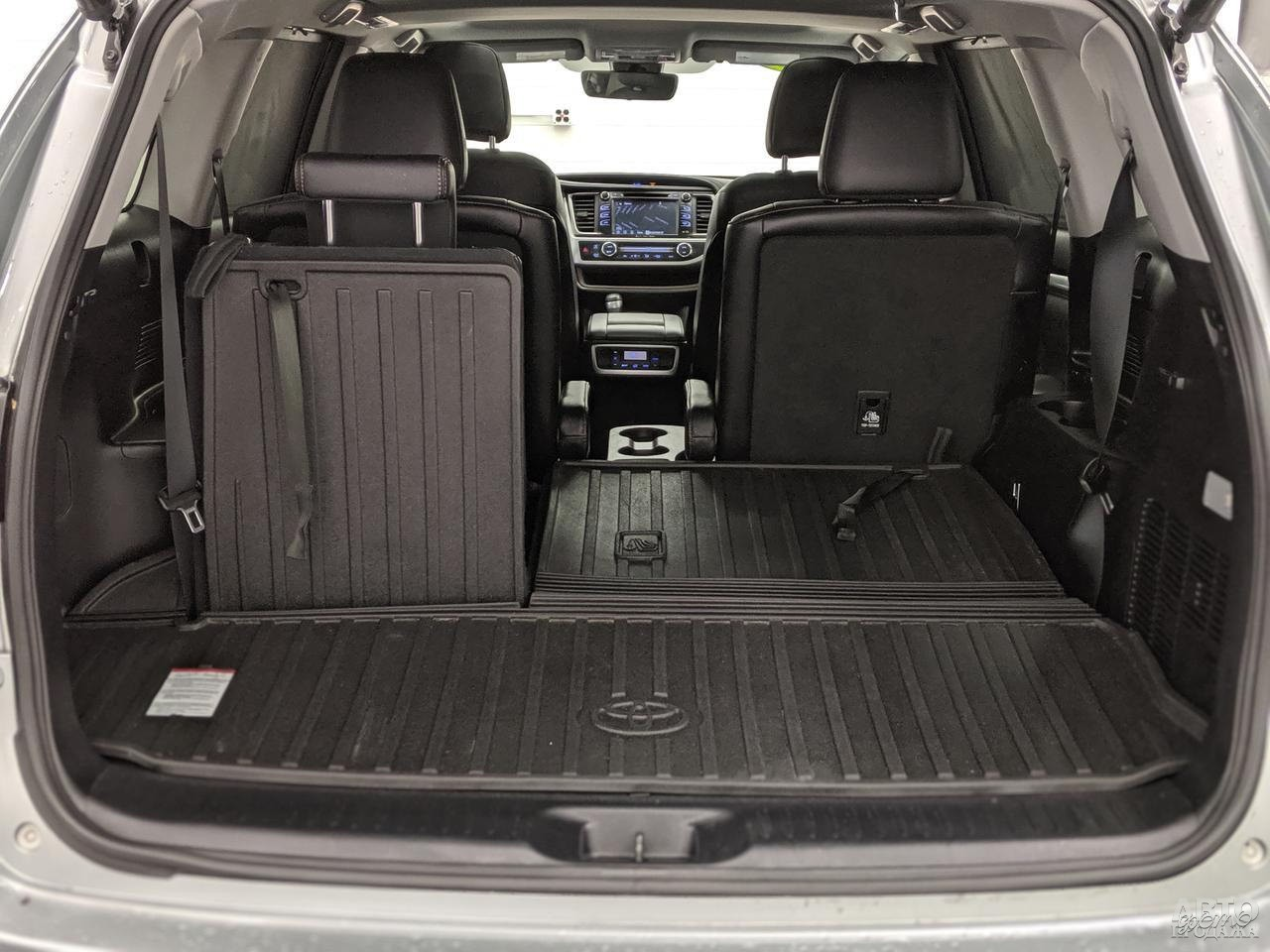 Объем багажника Toyota составляет от 195 до 2370 л