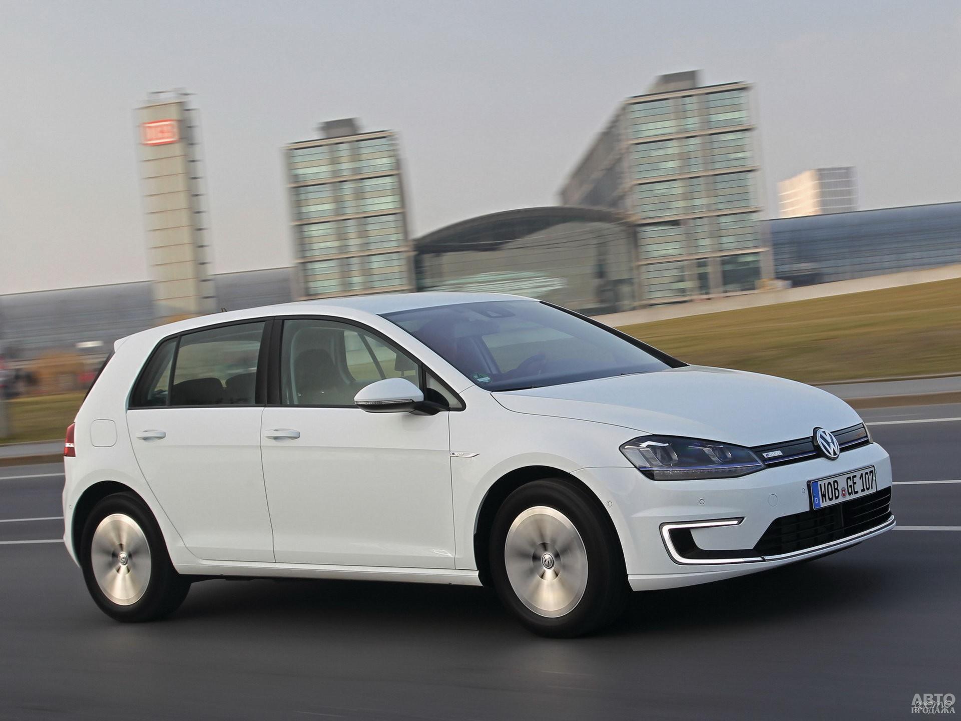 Электромобиль Volkswagen e-Golf 2013 года
