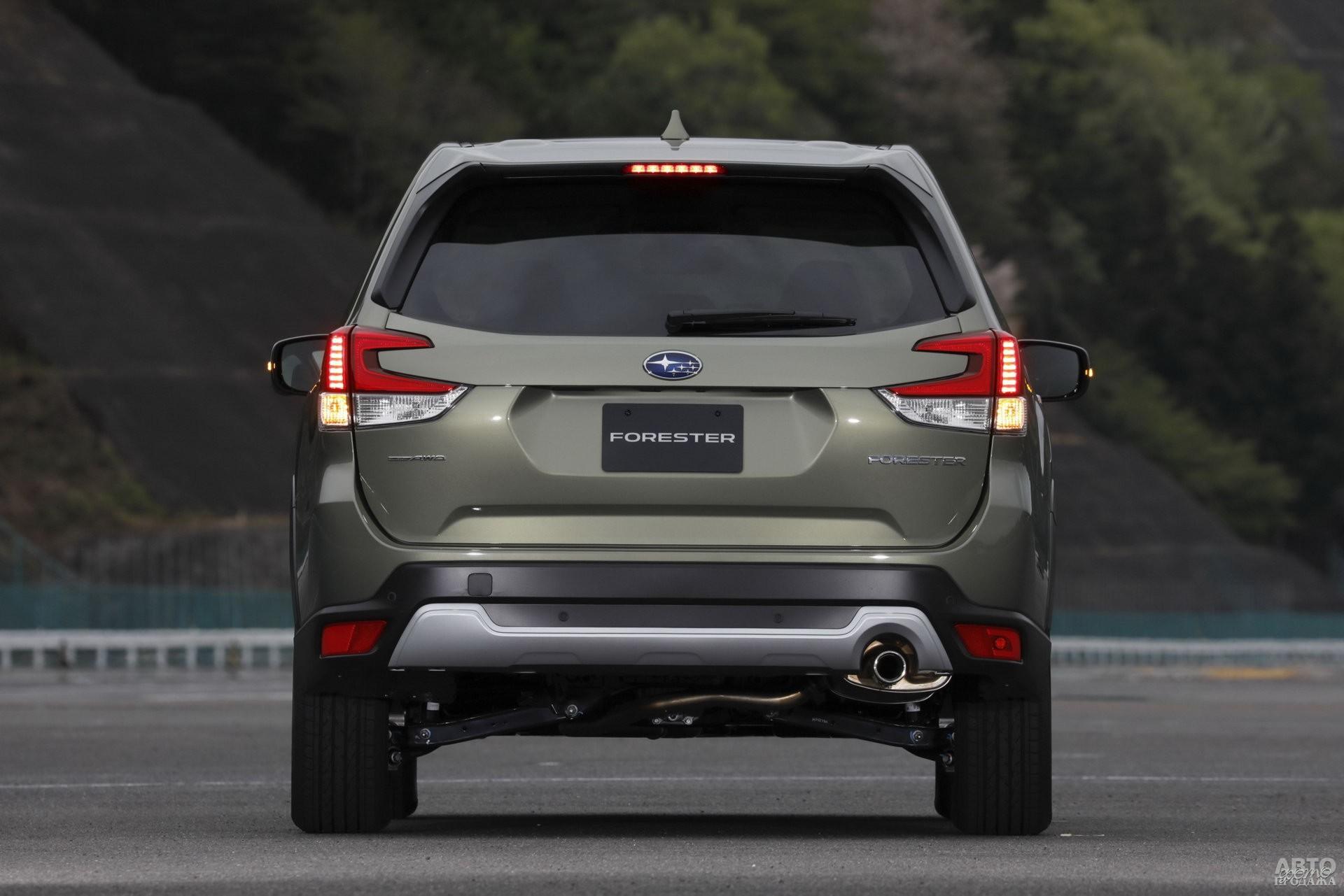По краям кузова Subaru – изогнутые фонари