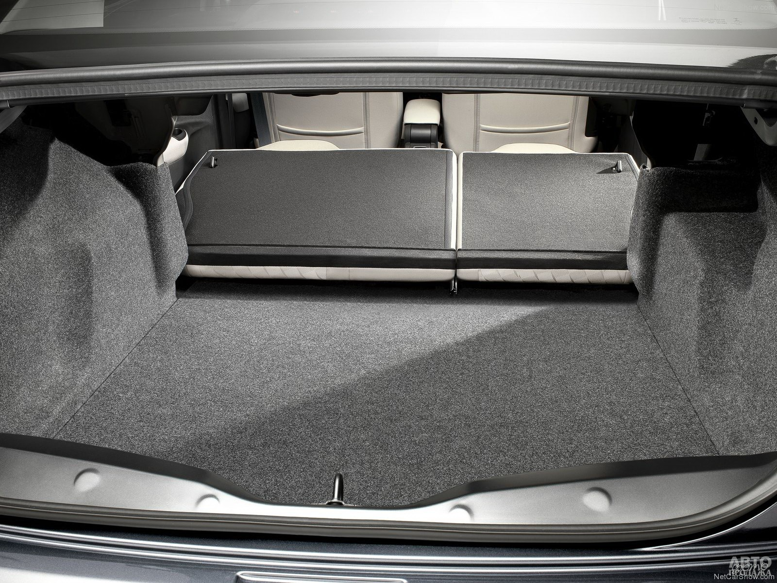 Багажник Citroen больше, чем у соперников – 506 л