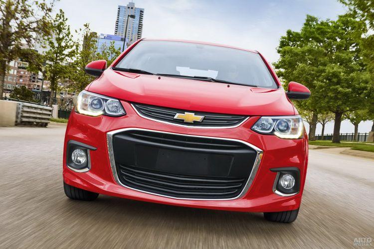 В переднем бампере Chevrolet_Aveo – широкий воздухозаборник