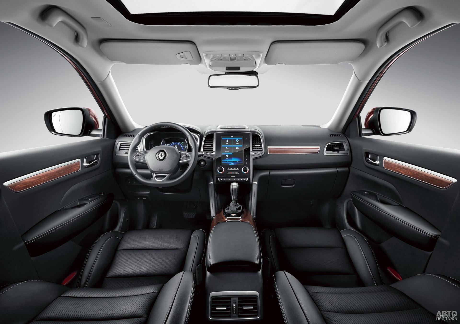 По центру панели приборов Renault установлен жидкокристаллический дисплей
