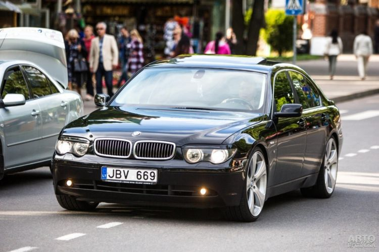 Таможня пошла навстречу владельцам авто на еврономерах