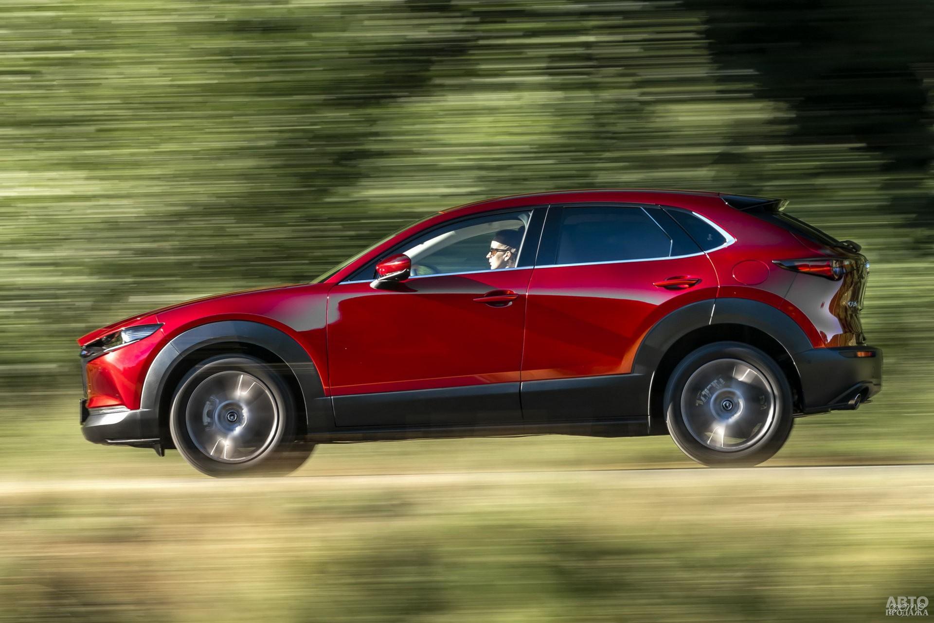 У Mazda – выраженный пластиковый обвес