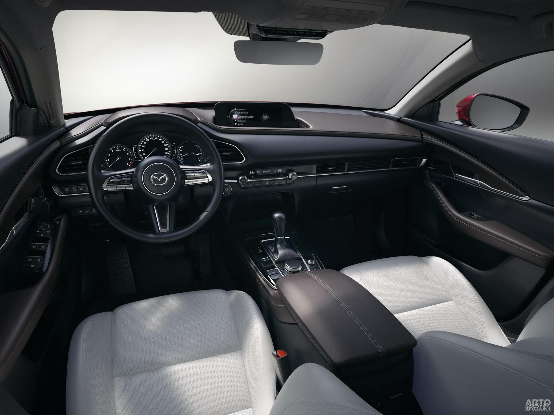 Показания спидометра в Mazda выведены на дисплей