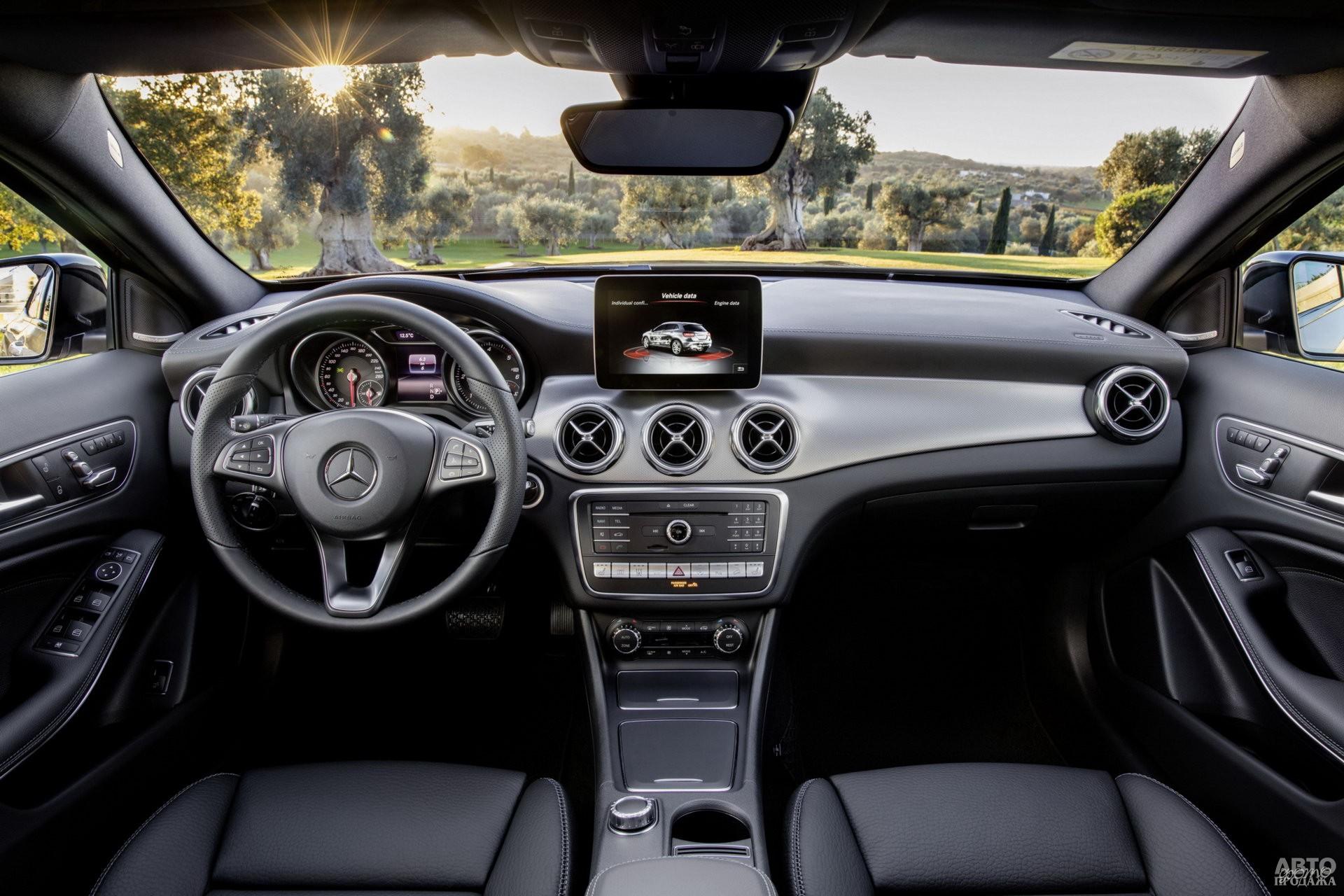 Приборы Mercedes-Benz помещены в отдельные колодцы