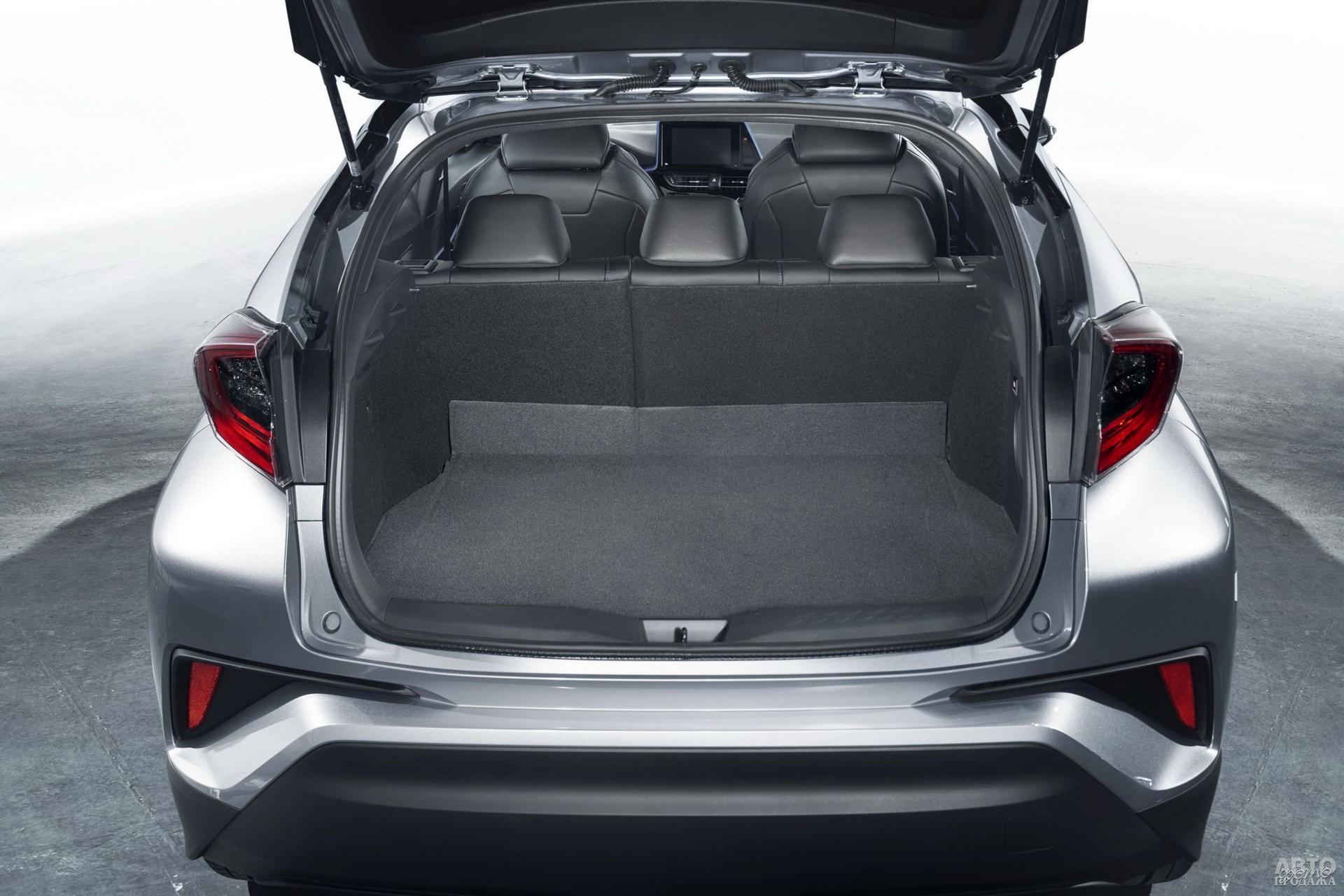 Объем багажника Toyota – 297 л