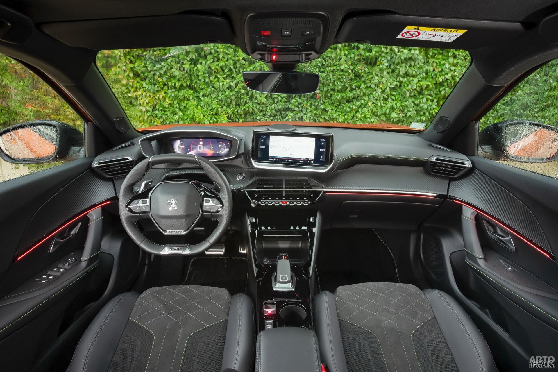 Показания приборов Peugeot выведены на дисплей