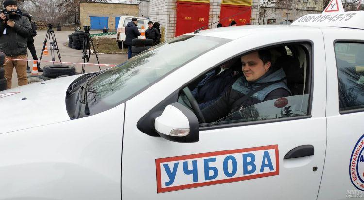 В Украине изменили процедуру сдачи экзаменов на права