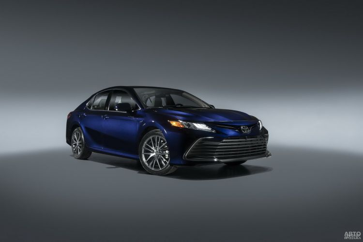 Toyota Camry немного обновили