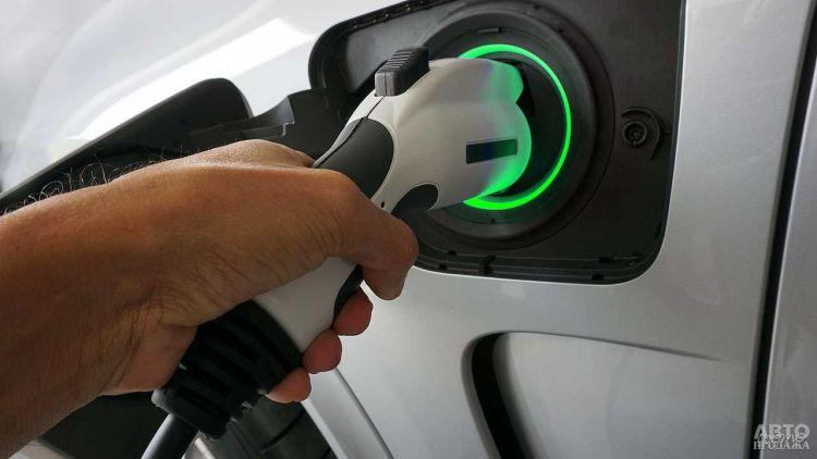 Парковки в Киеве оборудуют зарядками для электромобилей