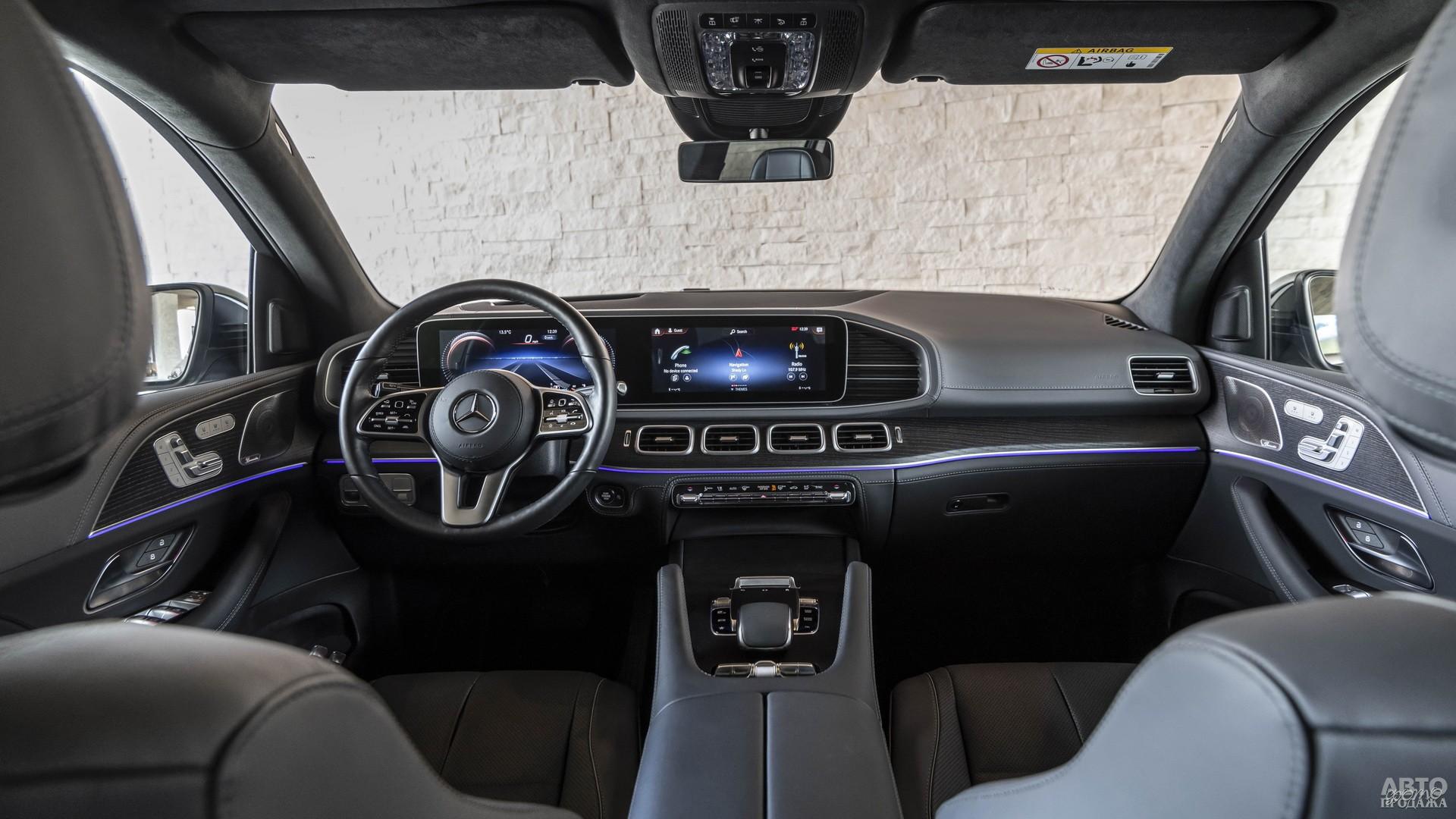 Цифровая панель приборов Мercedes-Benz соединена с сенсорным дисплеем