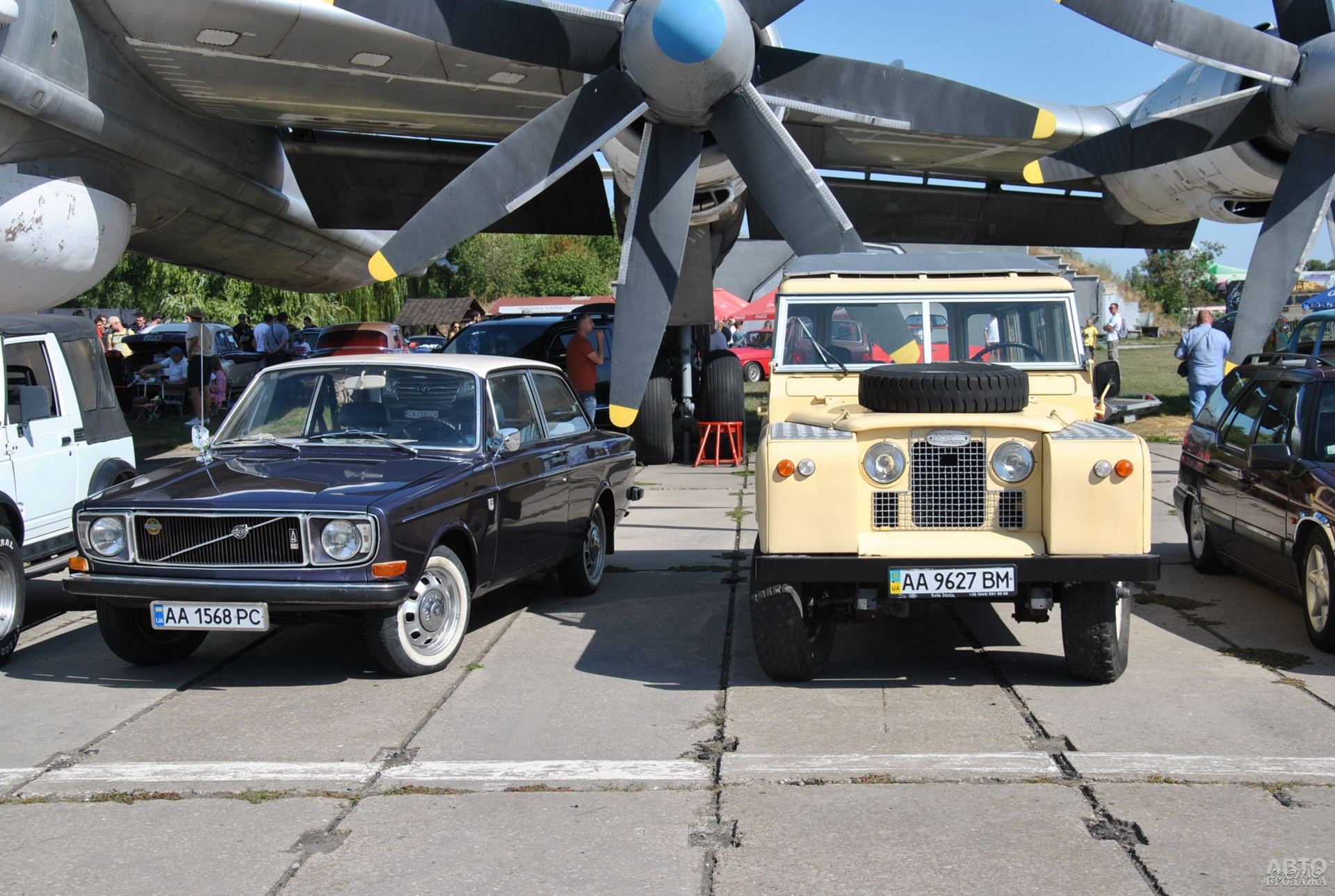 Volvo 142 и Land Rover