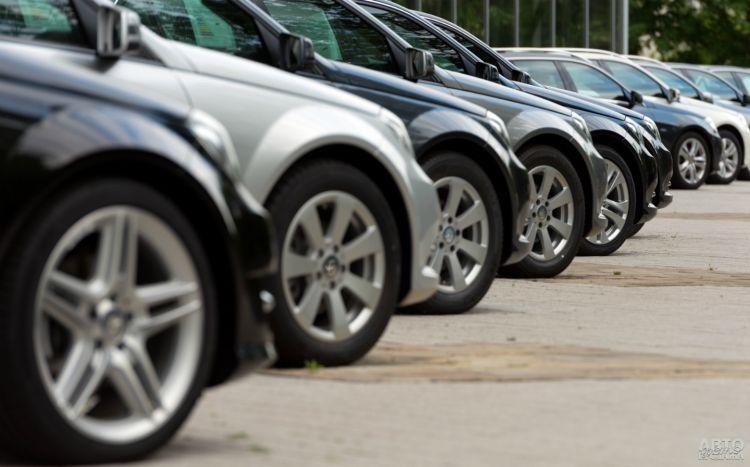 Назван средний возраст авто в Украине