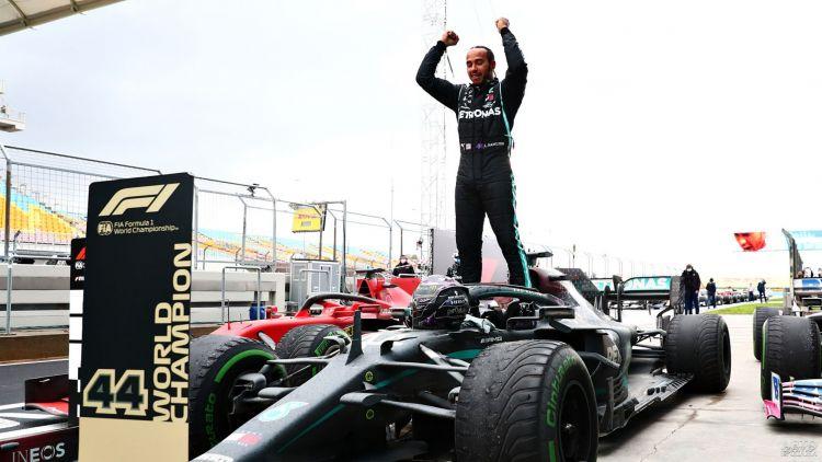 Формула-1: Хэмилтон досрочно оформил чемпионство