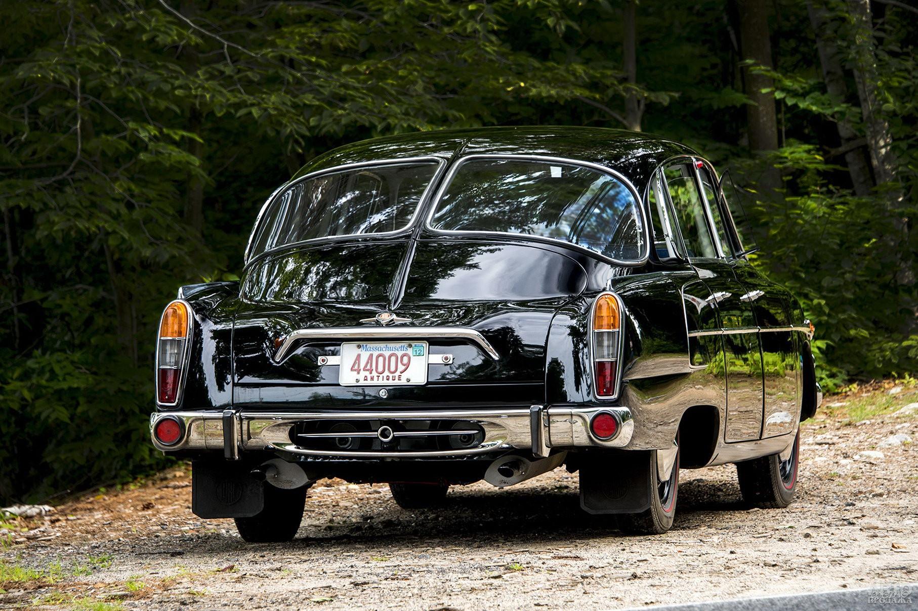 Заднее стекло Tatra T603 разделено пополам