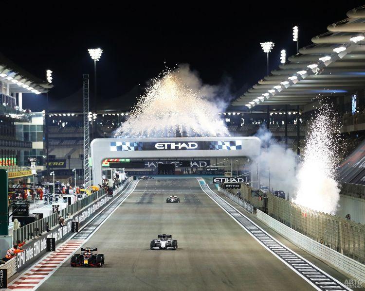 Формула-1: Ферстаппен выиграл последнюю гонку сезона