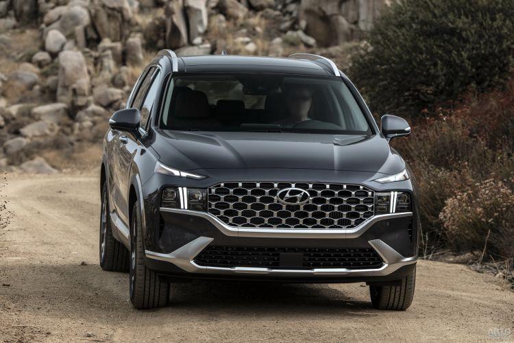 Hyundai Santa Fe, Mitsubishi Outlander и Skoda Kodiaq: небольшие и семиместные