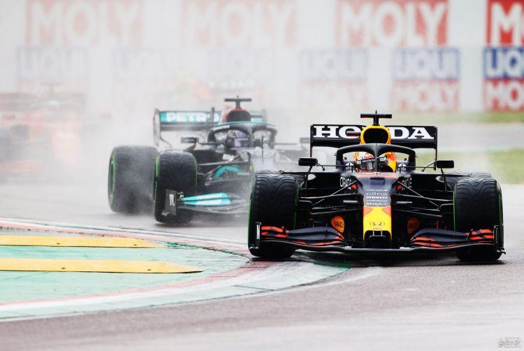 Формула-1: Ферстаппен побеждает в дождевой итальянской гонке