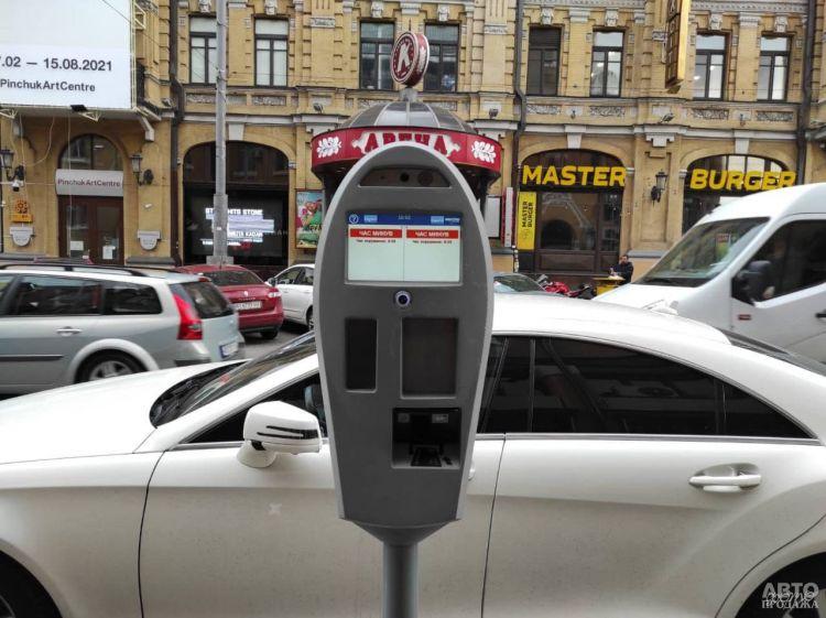 В Киеве внедряют автофиксацию нарушений правил парковки