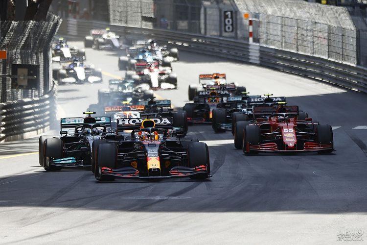 Формула-1: Ферстаппен уверенно побеждает в Монако