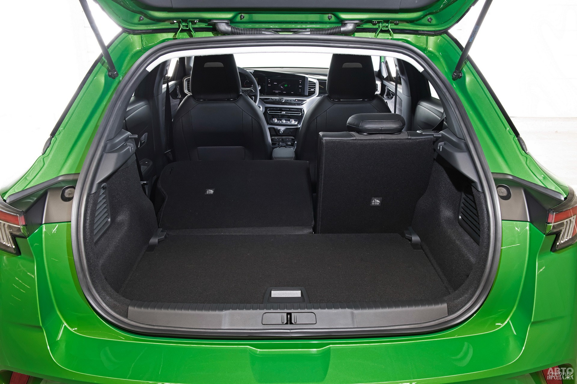 Объем багажника Opеl – 350 л