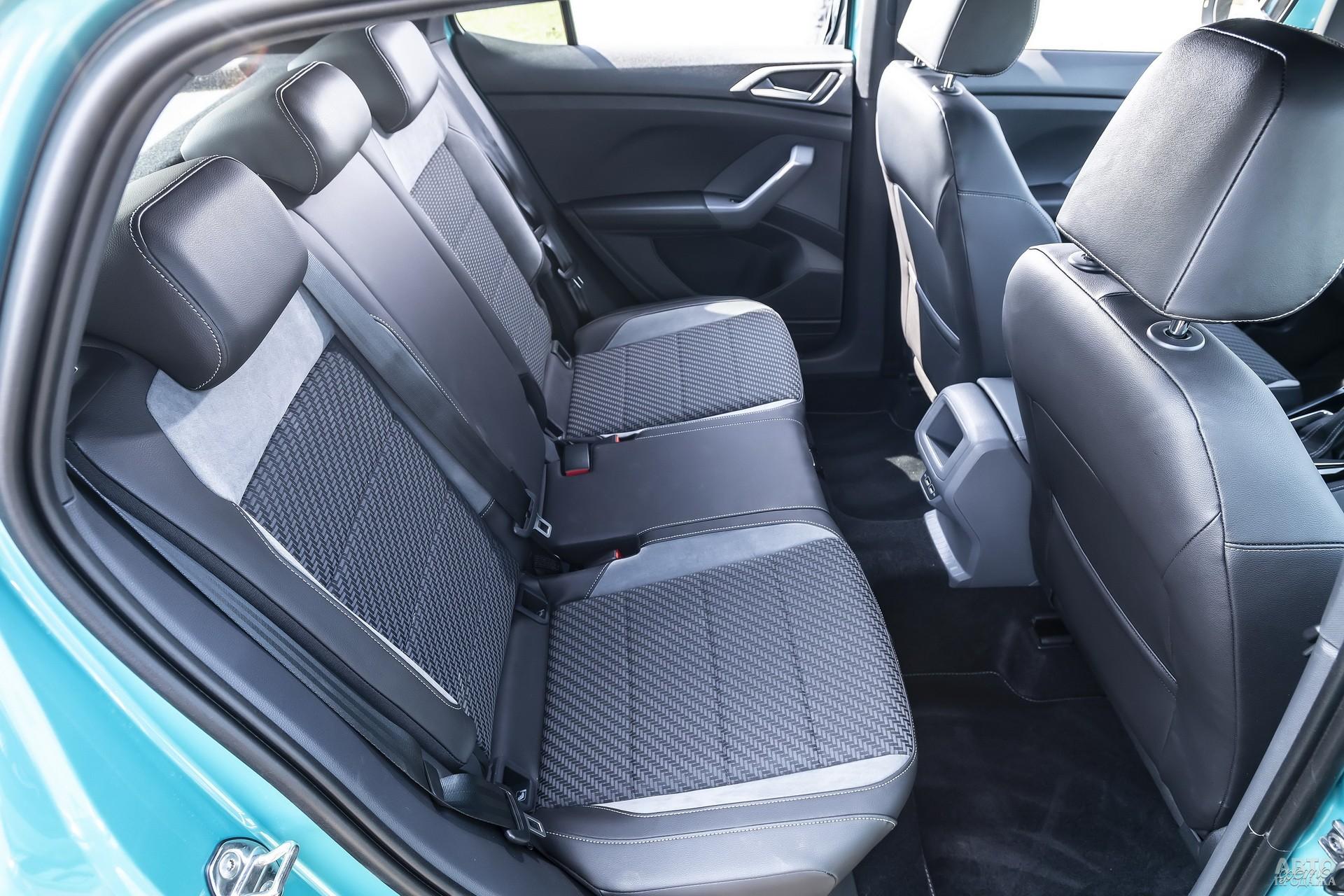 Задние сиденья T-Cross получили горизонтальную регулировку