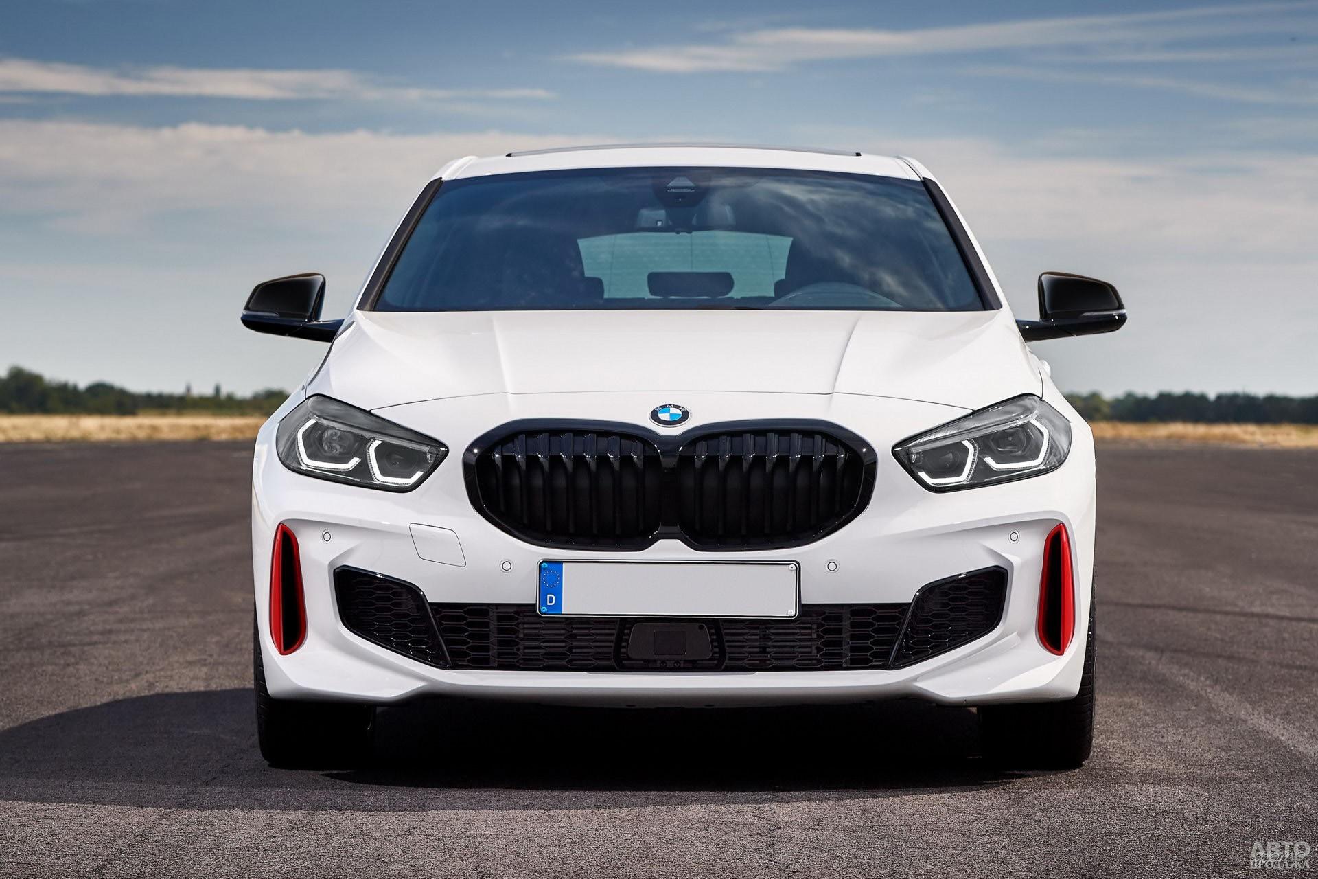 Аэродинамический обвес BMW 128 ti дополнен красными вставками