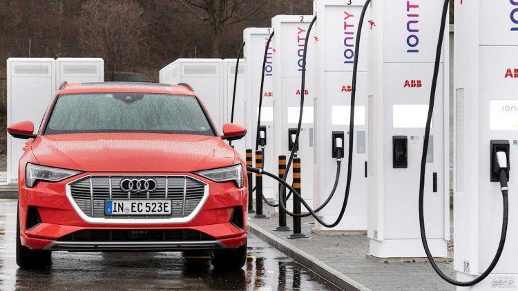 Audi прекратит выпуск бензиновых и дизельных моделей с 2033 года