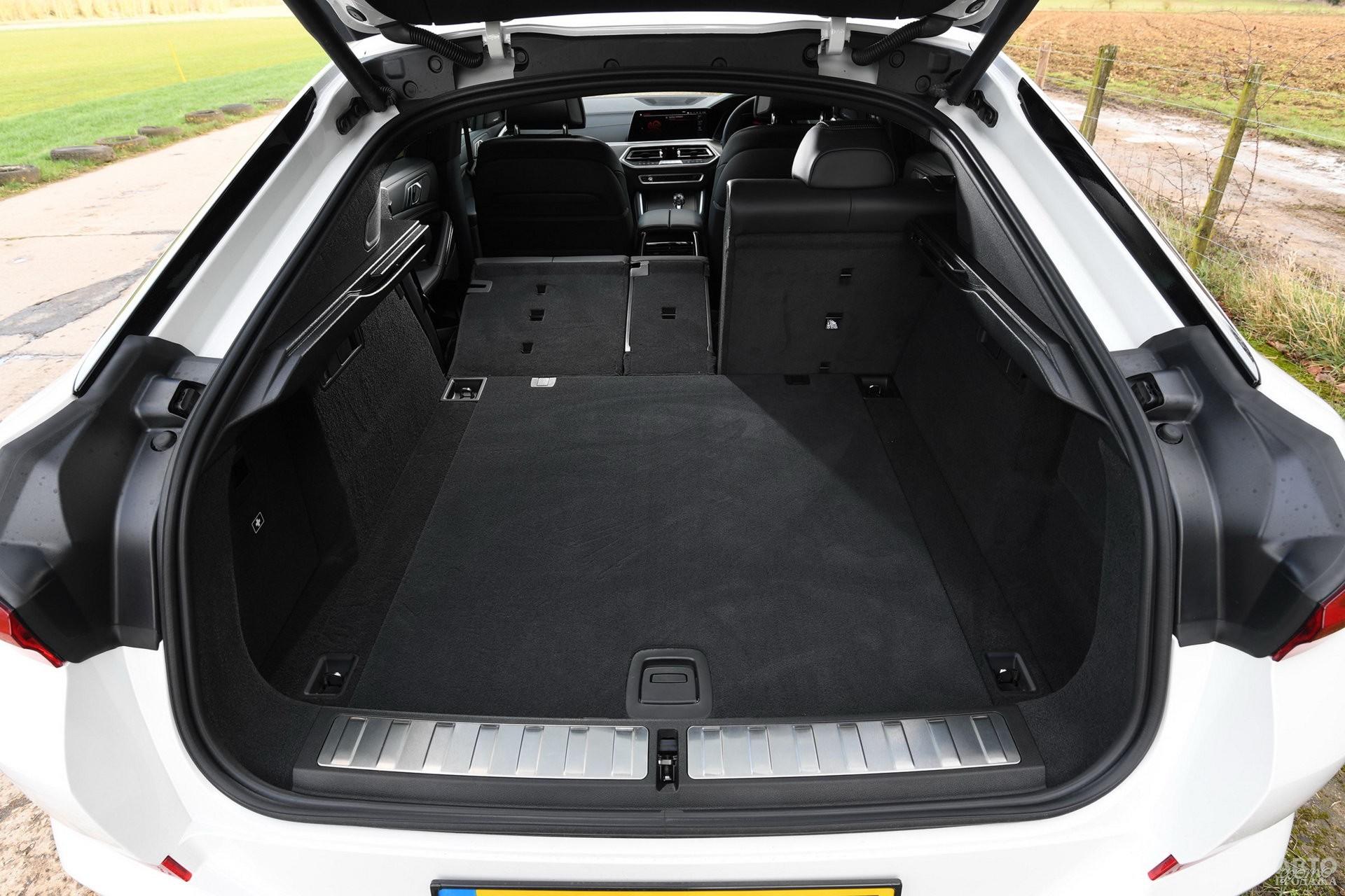 Объем багажника BМW – 580 л