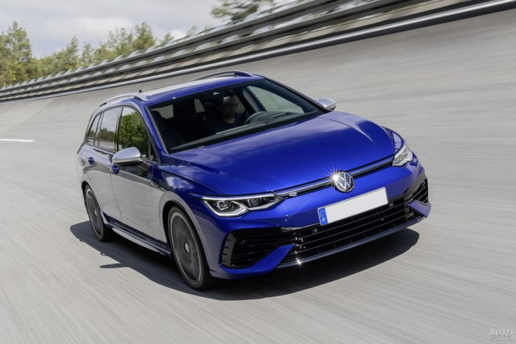 Volkswagen Golf R Wagon: быстрый и практичный