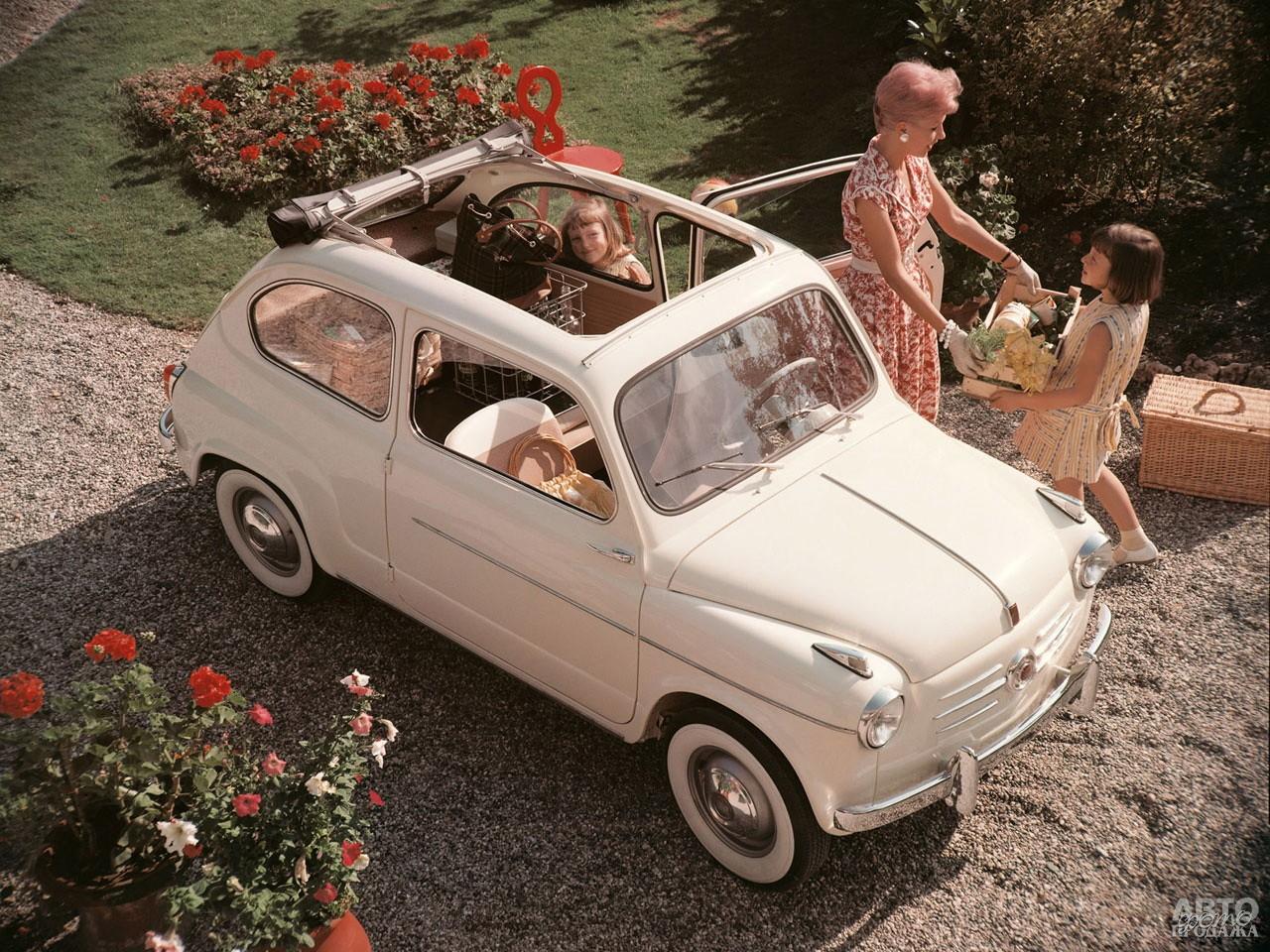 В 1956 году представили вариант со сдвижной тканевой крышей