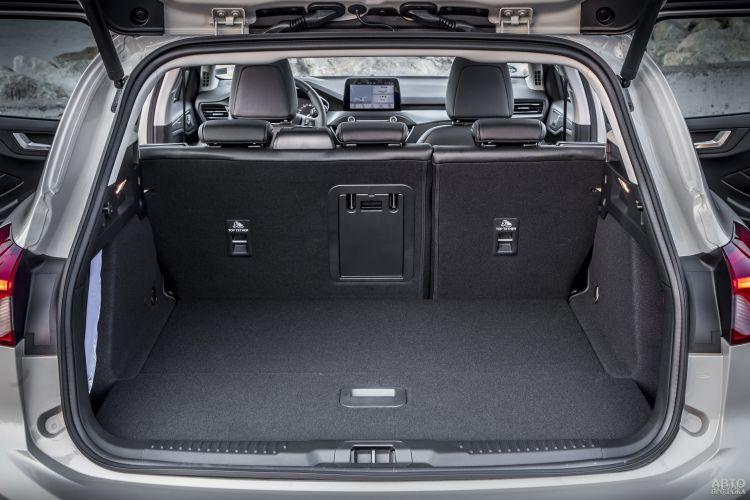 Объем багажника Ford – 608 л