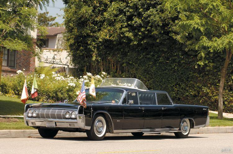 Lincoln Continental считается первым специализированным папамобилем