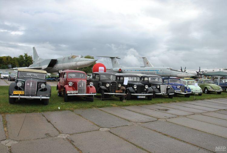 Фестиваль на этот раз получился особенно богатым на интересные ретро-автомобили