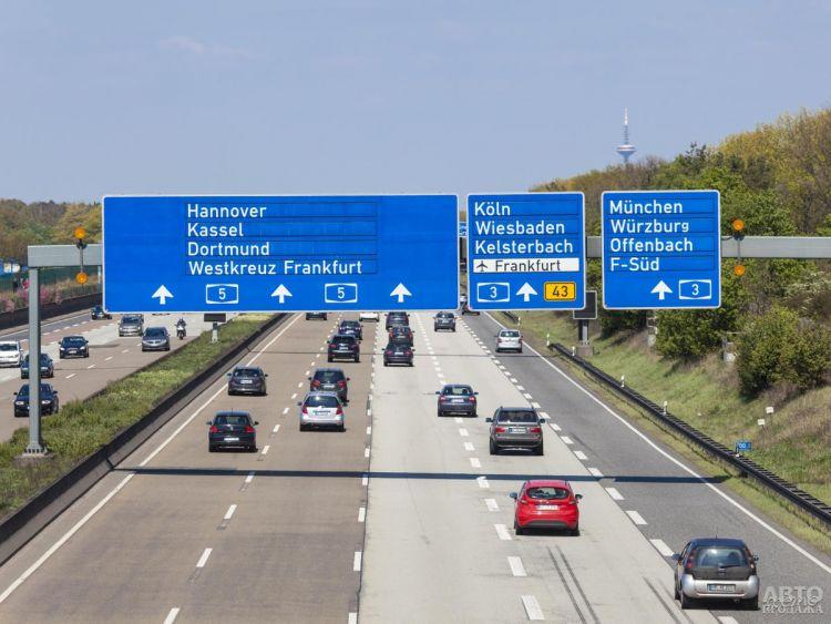 На автобанах в Германии планируют ограничить скорость