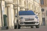 Круглые фары и молдинг на «носу» Fiat 500X указывают на принадлежность к 500-тому «семейству»