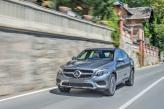 По центру решетки радиатора Mercedes-Benz GLC Coupe – большая трехлучевая звезда