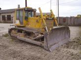 Бульдозер, в отличие от экскаватора, не копает, а послойно снимает грунт