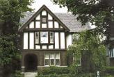 Изгнанный Фордом из Lincoln, Лиланд, озлобленный на весь белый свет, поселился в этом доме в Детройте, где, брошенный всеми, доживал свои последние дни…