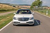 Крупные фары Mercedes-Benz S-Class дополнены изогнутыми ходовыми огнями