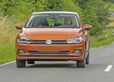 Узкая решетка радиатора и продолговатые фары – традиционные черты Volkswagen Polo