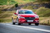 Широкая решетка радиатора  Mazda 6 напоминает улыбку