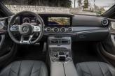 Цифровая панель приборов Mercedes-Benz сгруппирована с дисплеем мультимедийной системы