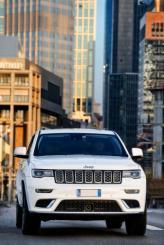 «Зубастая» решетка радиатора – фирменная черта Jeep