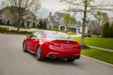 В крышку багажника Acura интегрирован спойлер